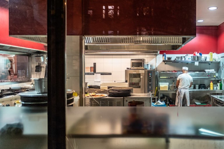 What Equipment Do You Need For a Pizza Shop?