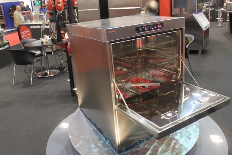 Industrial Glasswasher And Dishwasher – Which One Do You Need For Your Commercial Kitchen?